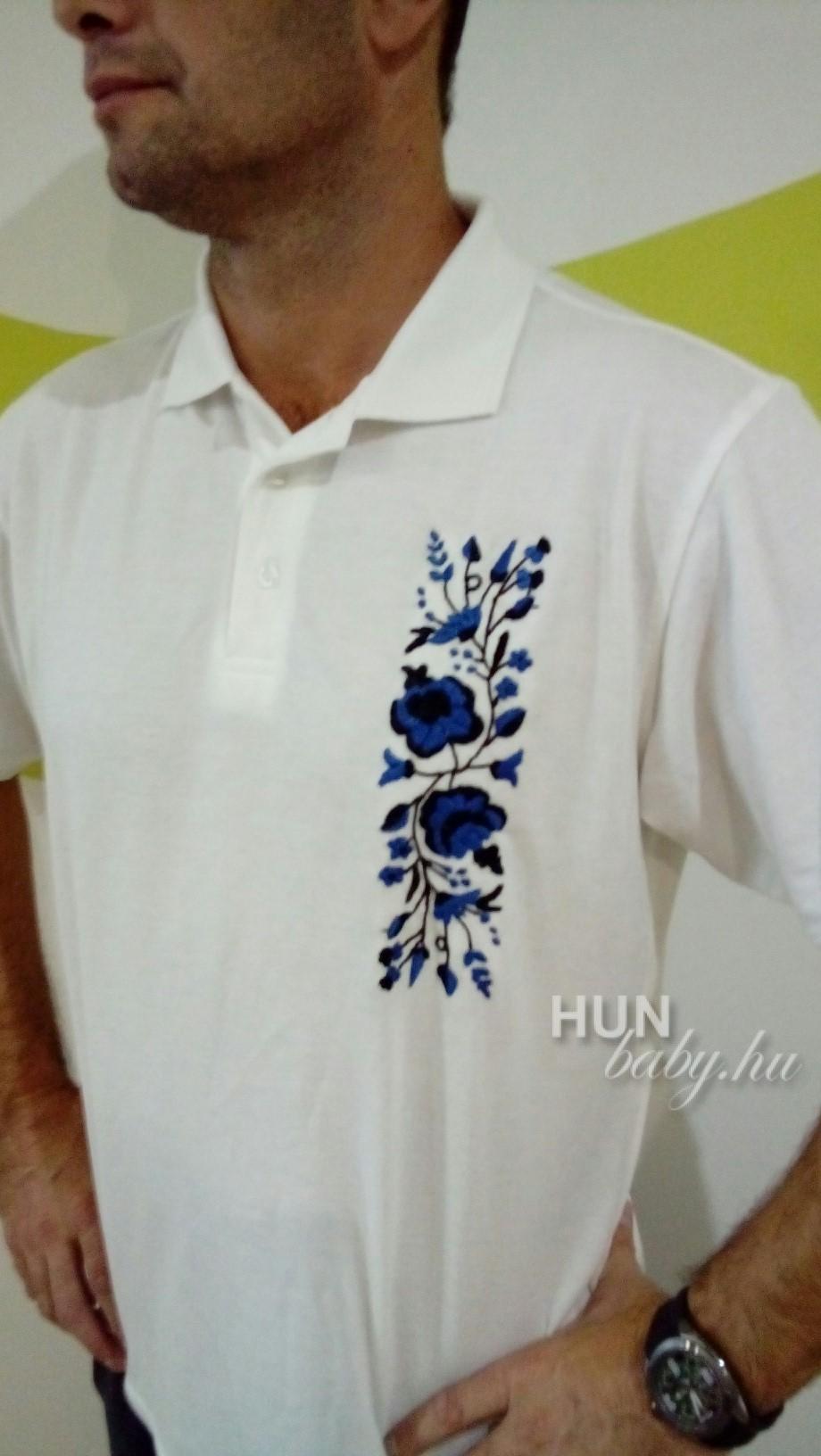 75aac7e55e ... Férfi galléros póló - tenisz polo kalocsai mintával - kék-fekete kézi  hímzéssel ...